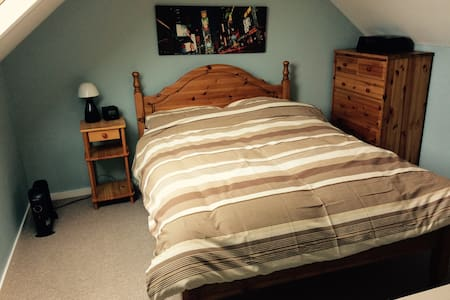 Lovely double room near city - Lichfield - Casa