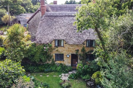 Strongate Cottage nr Bridport Dorset rural retreat