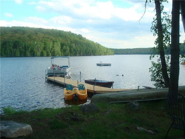 Albion Lake Cottage - Private, sandy waterfront