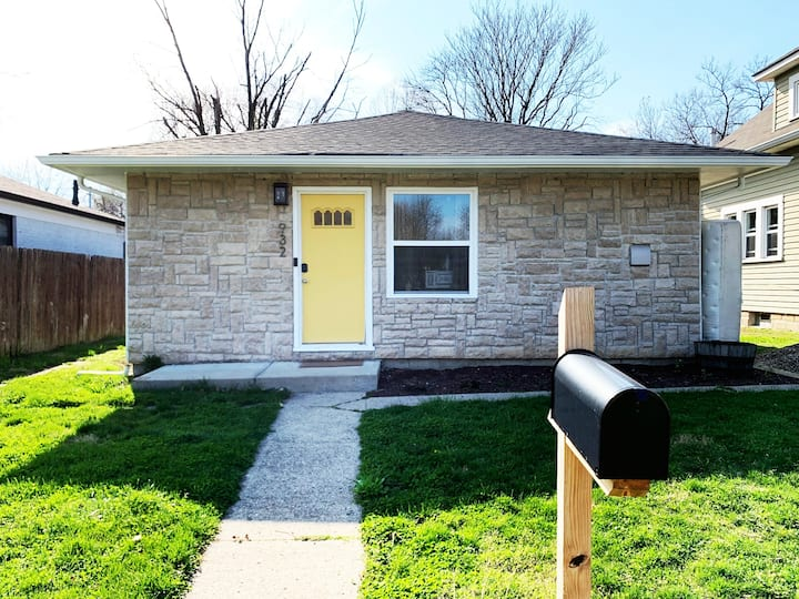 Cozy Bungalow Near Downtown Indy!