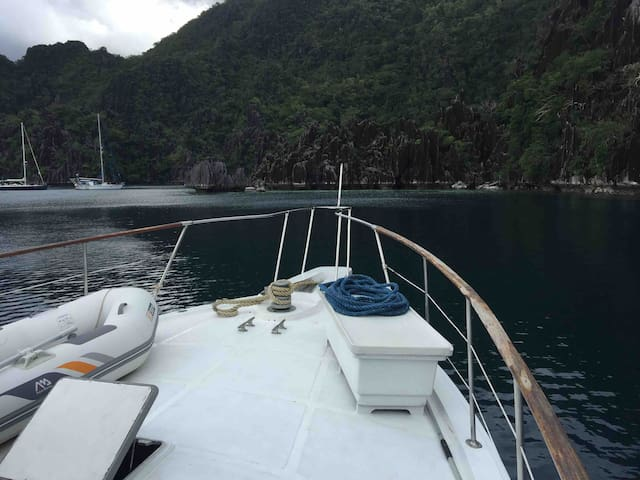 CORON YACHT  EXPERIENCE Liveaboard staycation