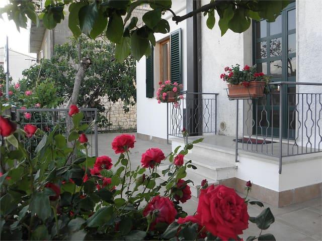 Appartamento luminoso con giardino - Rapolano Terme - Leilighet