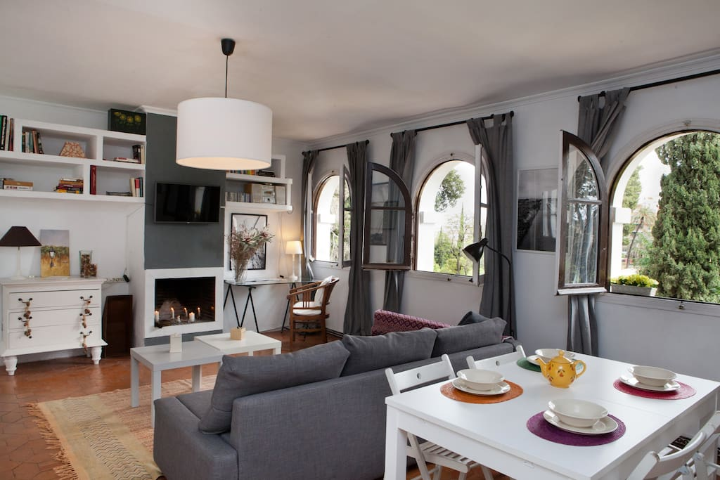 Living room with views to Alcácar Gardens and Fire place