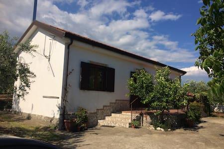 Casa+giardino vicino Paestum,Amalfi - Quadrivio
