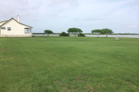 Mullins Bayou Ranch, Bayside, TX 78340 - Bayside - Hus