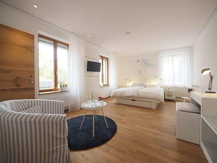Gasthaus Schwanen, (Nehren), 1 Schwanenzimmer, 30qm, 1 Schlafraum, max. 3 Personen