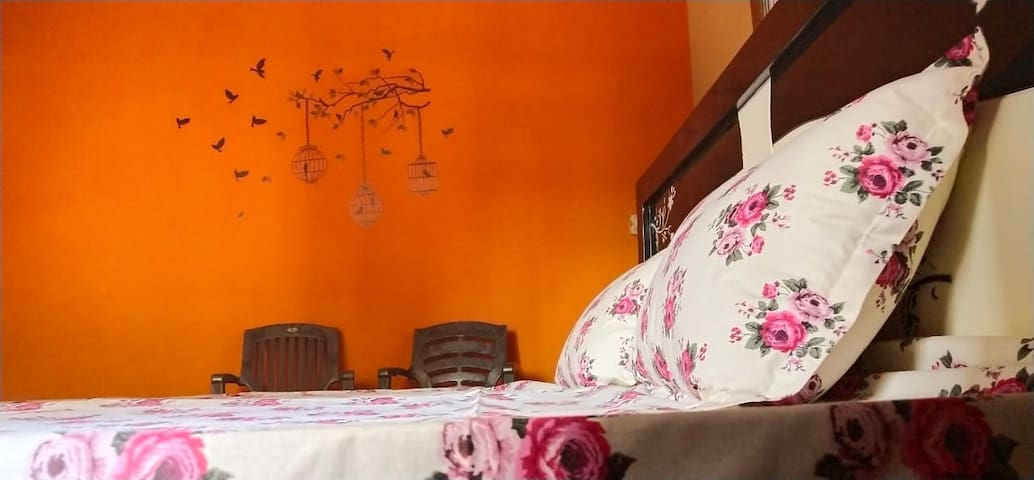 Kishan Home Stay Deluxe AC Room