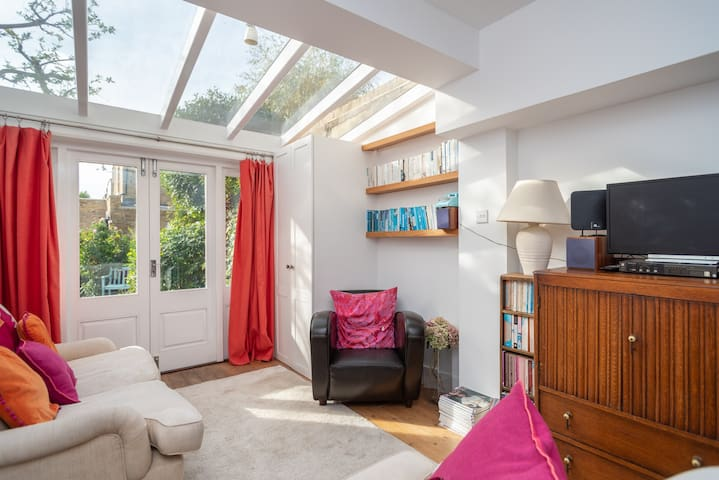 Delightful flat between the river and the High Rd