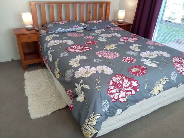 Spacious and private.  Two guest rooms in Avondale - Auckland - Casa