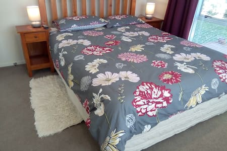 Spacious and private.  Two guest rooms in Avondale - Auckland