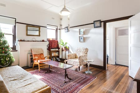 Sunny Art Deco Half House - Caulfield South - บ้าน