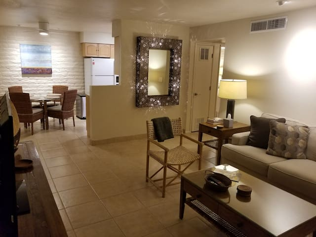 Midtown Pied-à-Terre: Sonoran Suite