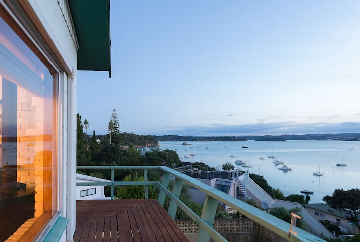 """A Noble View"" Family home, Russell Bay of Islands - รัสเซลล์ - บ้าน"