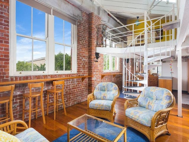 Heritage Wool Store Loft Apartment - Top Level