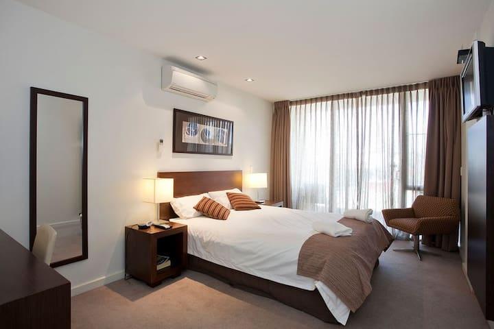Deluxe Queen Hotel Room #1