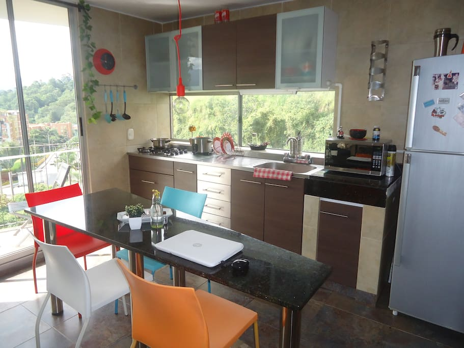 Cool Kitchen with Open balcon and Windows!
