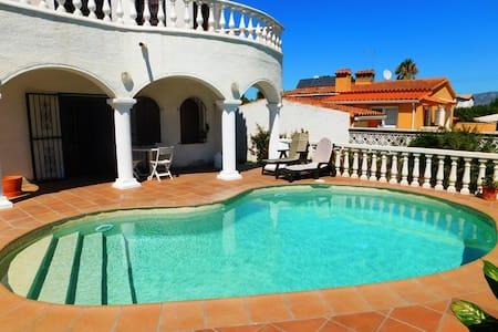 Casa con parking y piscina en Empuriabrava - Empuriabrava - House