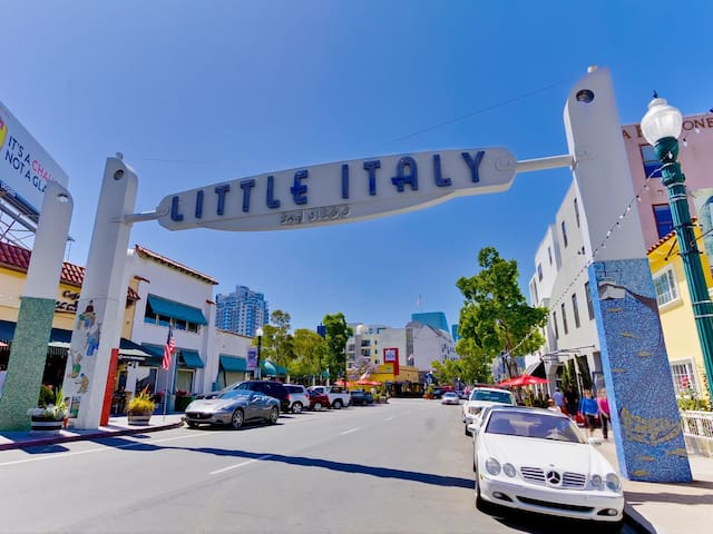 Downtown, private entrance, boutique Little Italy