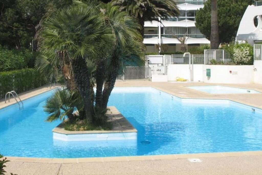 Appt terrasse 47m2 piscine garage appartements avec for Piscine grande motte