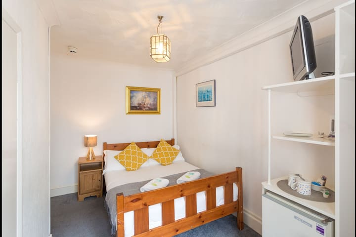 Cosy Vintage DBL Room Close to Brighton Pier