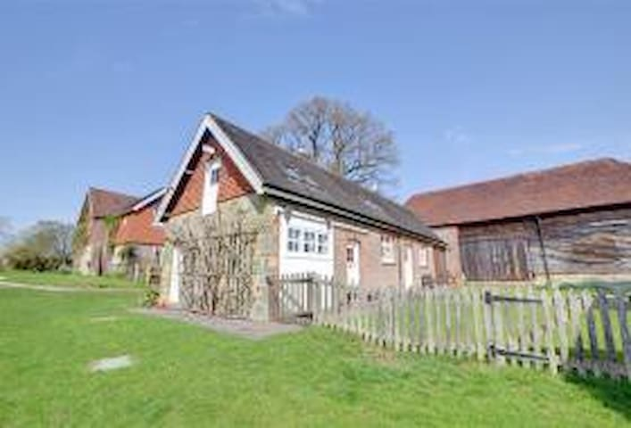 stunning converted barn set in 80 acres - Uckfield - Outros