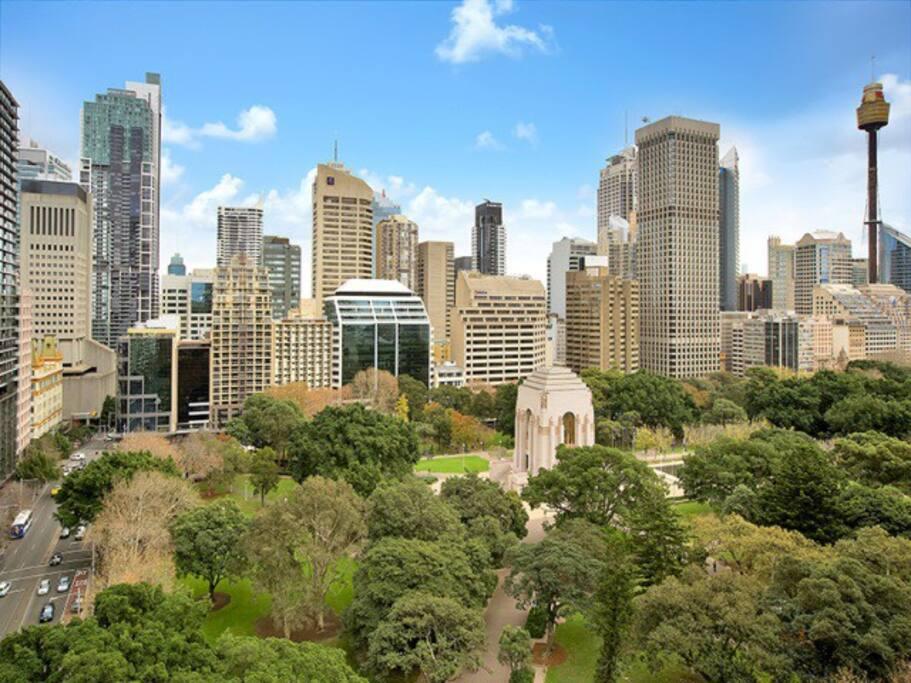 Hyde Park & city skyline view