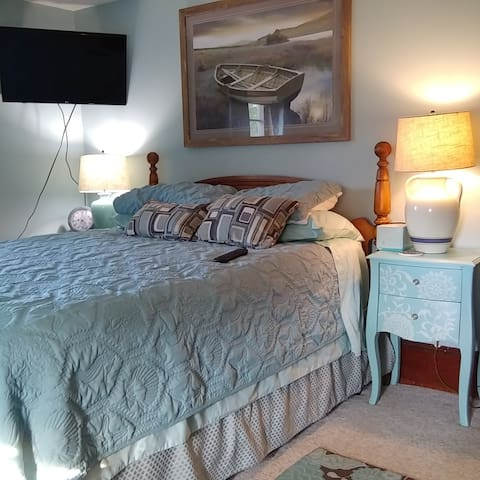"""THE ROOM"" Queen size comfy bed with 100% cotton sheets and 4 pillows. Cable tv and Internet, Central air condition. Close to a Pub and restaurants.  4 minute walk away."