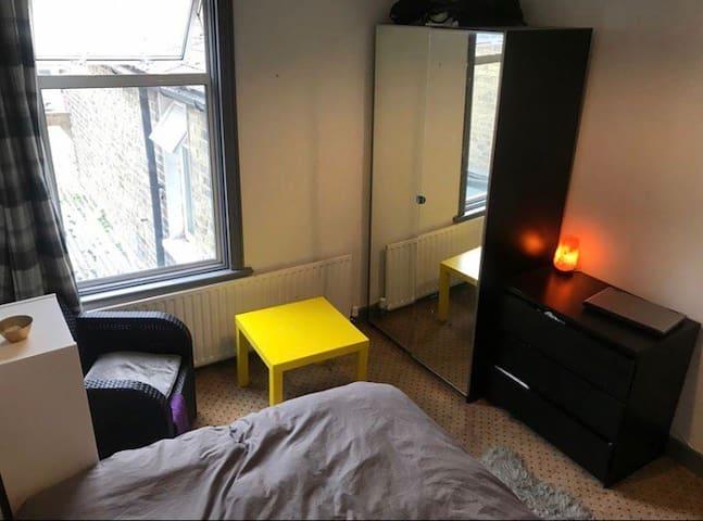 room to short let- December (£600)