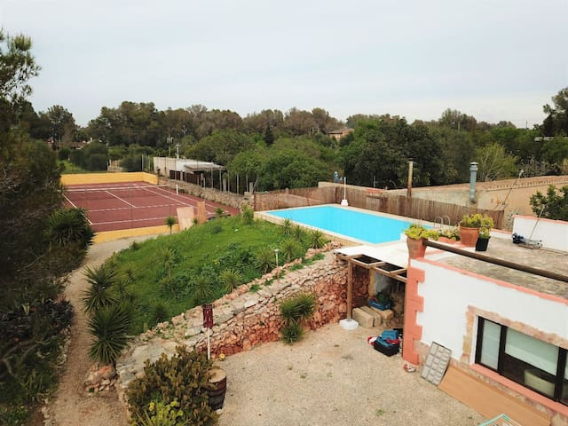 Beautiful Villa & XL Tipi!  Sleeps 7 Pool / Tennis