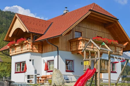 Holiday cottage with 3 bedrooms on 147m² in Weisspriach