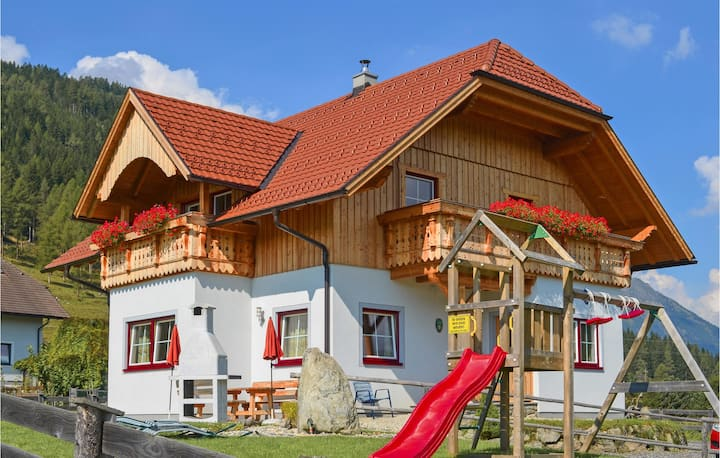 Stunning home in Weisspriach with Sauna, WiFi and 3 Bedrooms