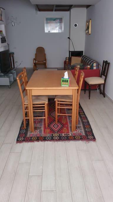 area  pranzo tavolo  x4 estensibile a 6