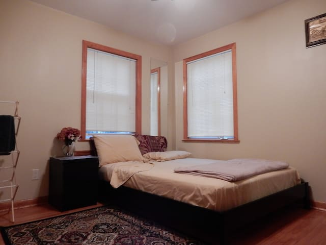 Convenient to NYC, 1st Floor Bed Room