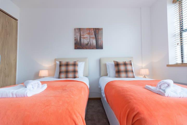 Luxury Two Bedroom Apartment, plenty of parking in Swindon