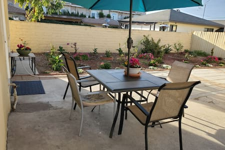 A Home Away From Home w Wifi near LAX 1BR house