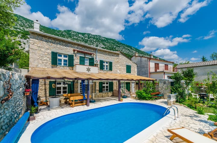 House with pool in the hinterland of Crikvenica
