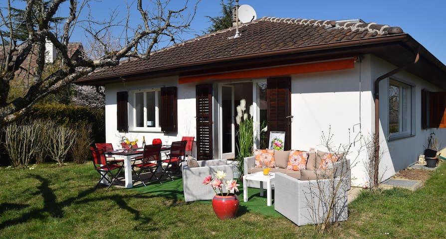 Villa avec très grand jardin - Commugny - House