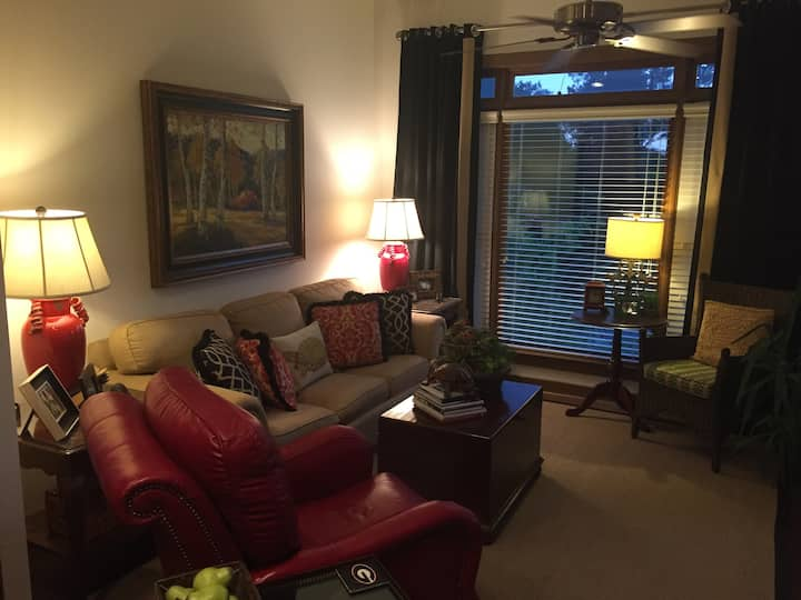 Athens Luxury Condo, Super Nice!