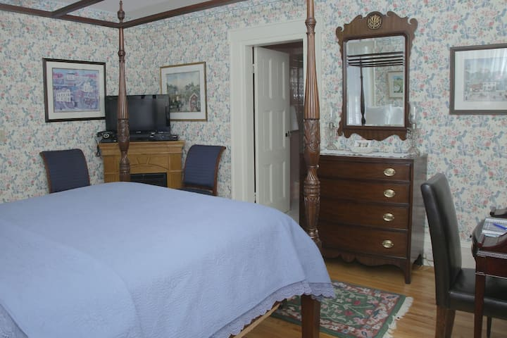 Jacqueline Dores Room - Hudson Valley B&B