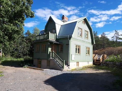 Belle maison en bois centrale Södertälje / Stockholm.