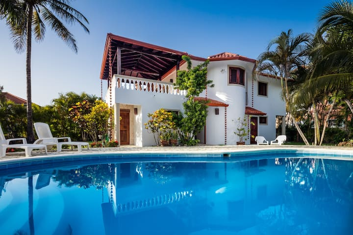 OCEAN&BEACH SIDE 3 bdrms/1 bed villa # 6