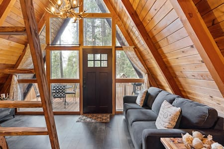 Intimate, Quaint and Cozy Cabin