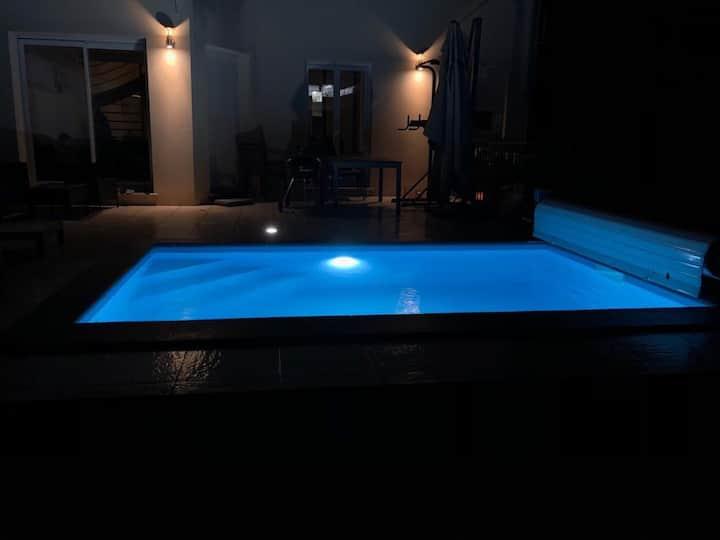 Maison F2 + piscine, salle de sport et ciné :)!!