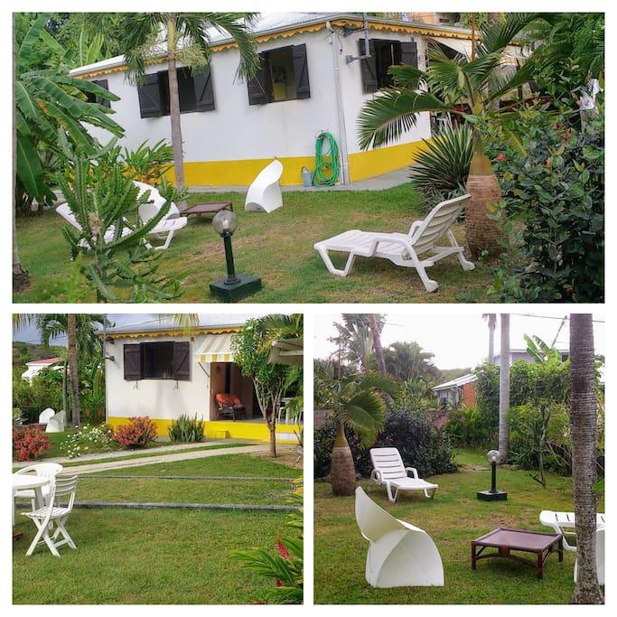 Jardin, bungalow: barbecue, coin repas de jardin, salon de jardin, 2 abris couverts, 1 pièce fermée