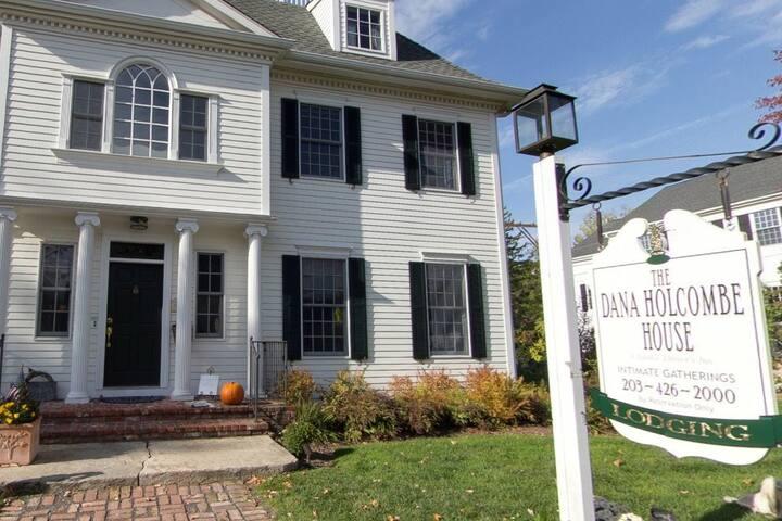 The Dana-Holcombe House (full house)