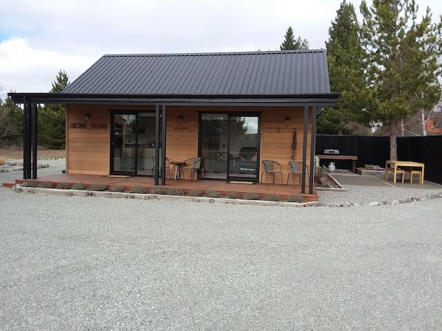 The Cedar Cabin - Twizel (Free WiFi)