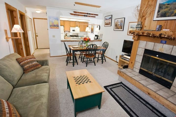 Cozy Slopeside Condo + Lovely View | Your Next Skiing Getaway