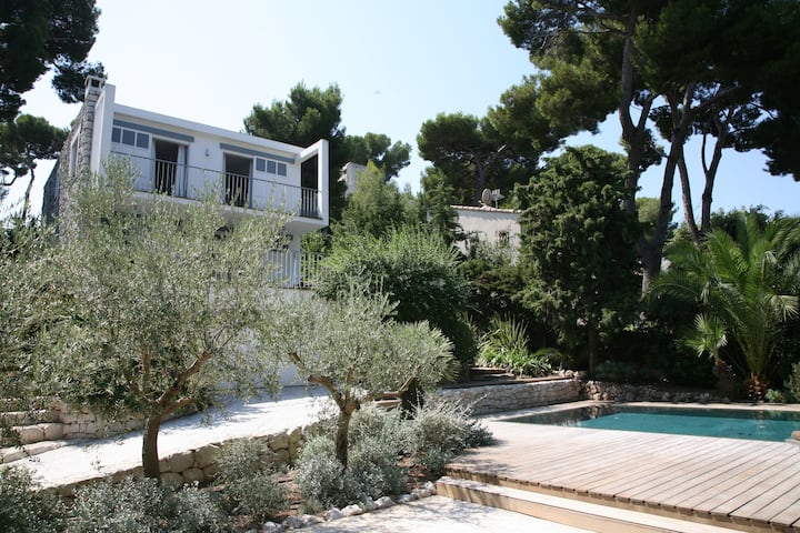 Stylish 60s villa on the Cap d'Antibes