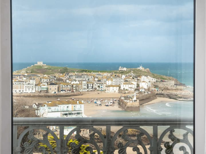 GORGEOUS APARTMENT WITH INCREDIBLE VIEW OF ST IVES
