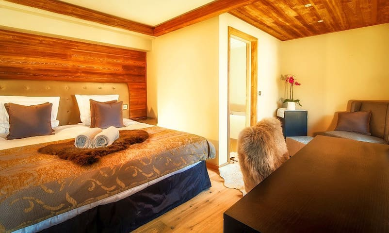 Luxurious Ensuite Prestige Double or Twin Room - Les Gets
